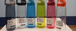 Verkauf von Trinkflaschen mit Schullogo